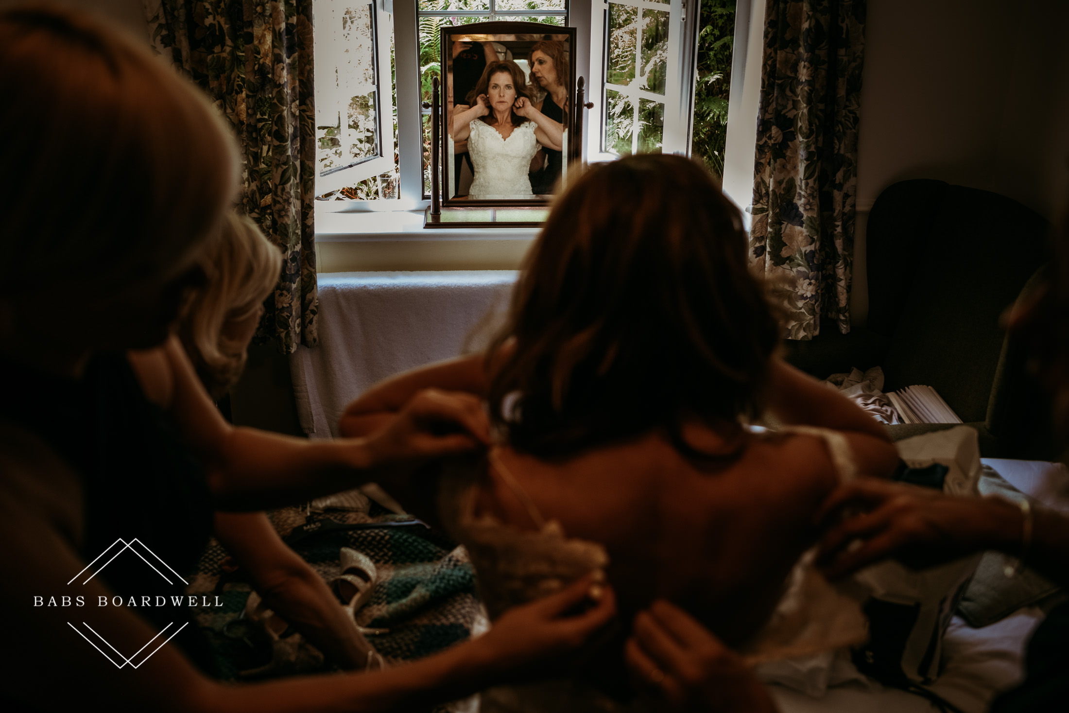 Wedding Photography Tips - how to make the most of bridal prep