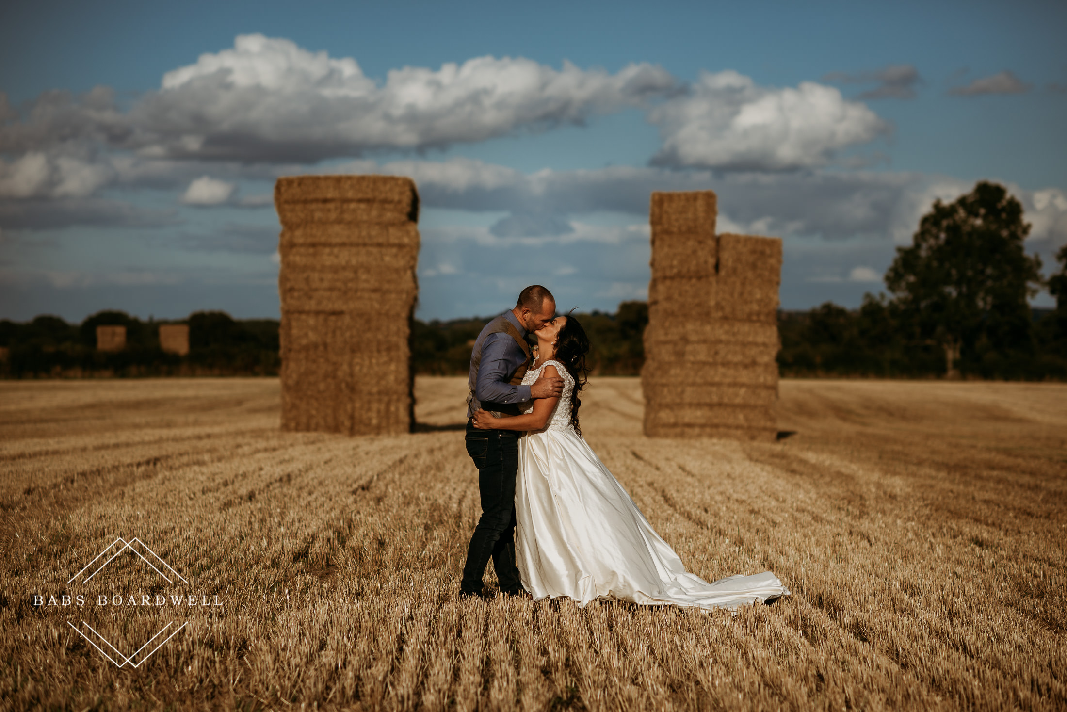 How to nail epic outdoor couple portraits on your wedding day